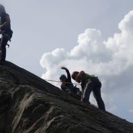 Grimpe sur les rochers