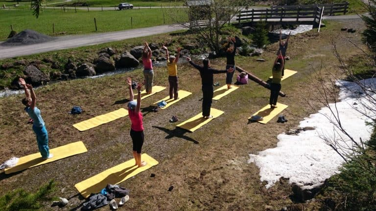 escalade et yoga - salutation au soleil